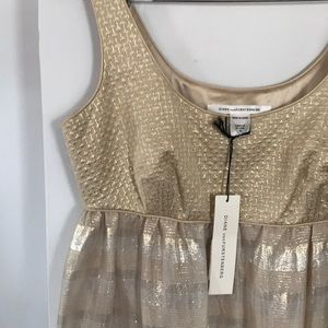 Super chic, Gold sheath from the Queen of Style